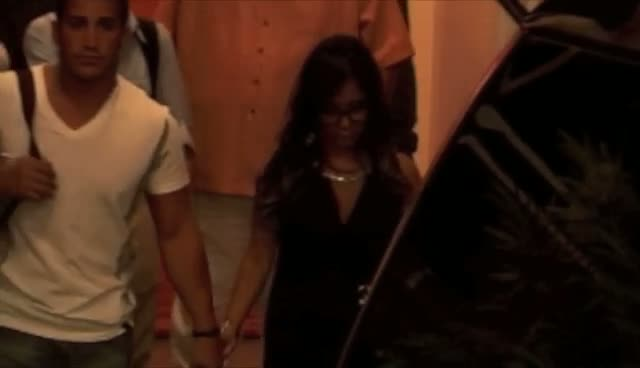 Snooki Rocks Oversized Glasses At ABC Studios