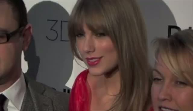 Taylor Swift Named Billboard's Woman Of The Year 2011 - Billboard Women In Music Awards Arrivals Part 1