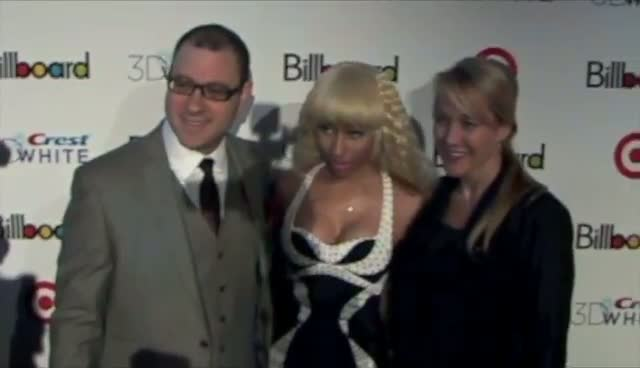 Nicki Minaj Amuses Photographers On The Red Carpet - Billboard Women In Music Awards Arrivals Part 2
