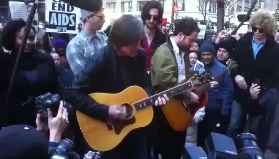Jackson Browne Plays Impromptu Occupy Wall Street Gig With Stephan Jenkins