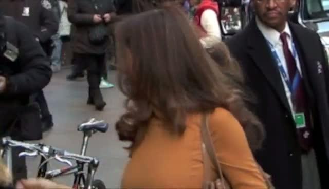 Kelly Preston Takes Time To Talk With Photographers Outside ABC Studios