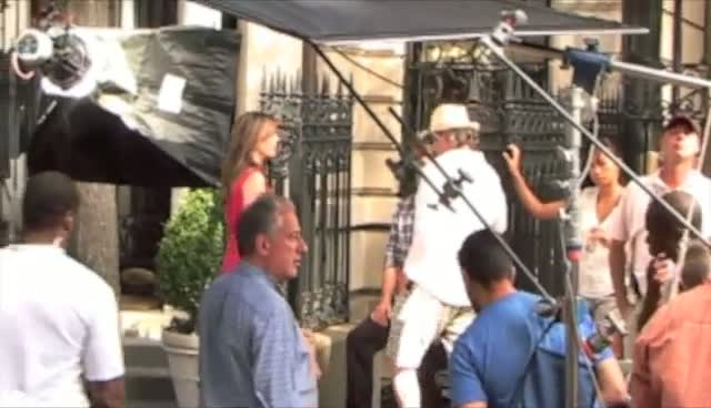 Elizabeth Hurley on the set of Gossip Girl - Part 1