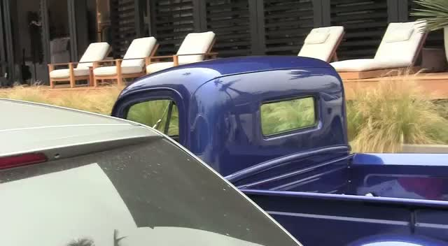 Scott Caan getting into his vintage truck after shopping in Malibu