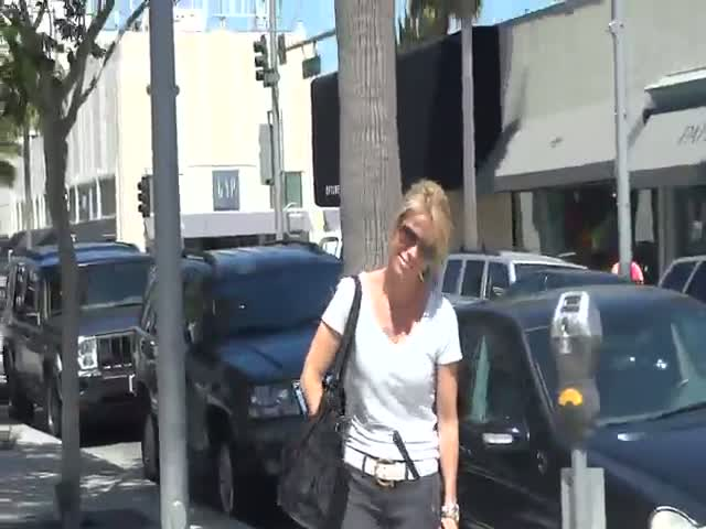 Cheryl Hines spotted shopping for golf clubs