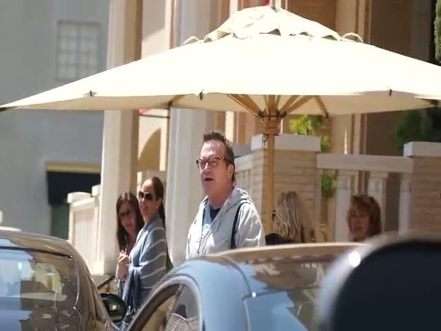 Tom Arnold outside Barneys of New York in Beverly Hills