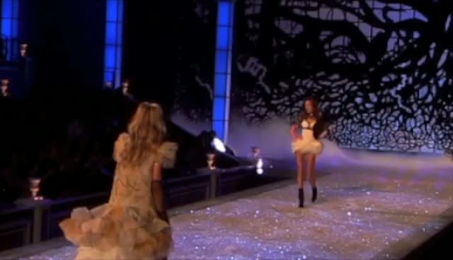 Victoria's Secret Angel Uses Parasols As Wings - Victoria's Secret Fashion Show Part 2