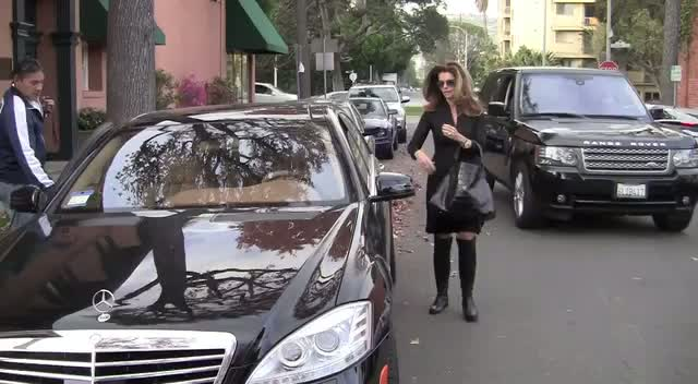 Maria Shriver Leaves Hair Salon