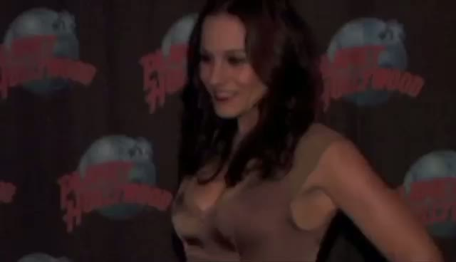 Kara DioGuardi Places Hands In Cement