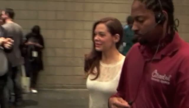 Rose McGowan Signs Autographs At Comic Con