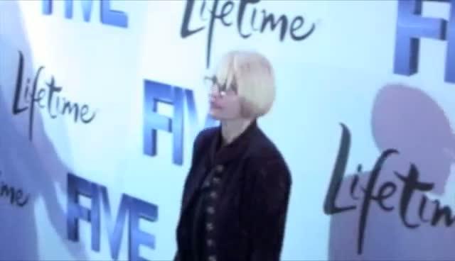 Alicia Keys Signs An Autograph For Lucky Fan - Lifetime movie 'Five' Arrivals Part 2
