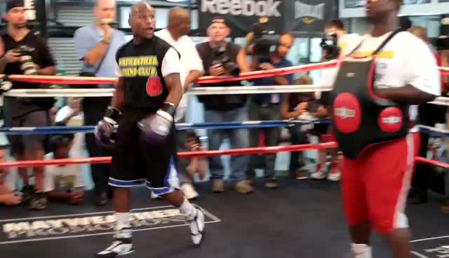 Floyd Mayweather, Jr. Showing Off For Photographers