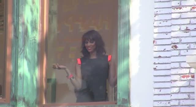 Tyra Banks Makes Fun Of Photographers