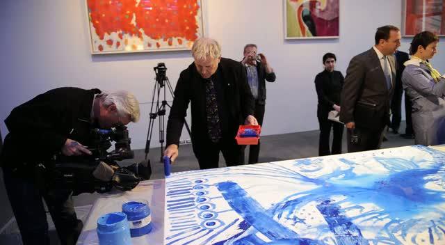 Rush Guitarist Alex Lifeson Paints The Town Blue For Kidney Foundation