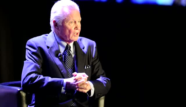 Jon Voight Makes Audience Laugh With...