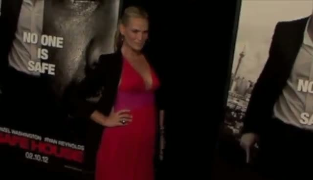 Molly Sims Shows Off Pregnancy In Floaty Dress - Safe House New York Premiere Part 1