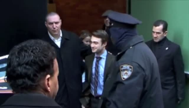 Daniel Radcliffe Leaves Abc Studios In A Hurry