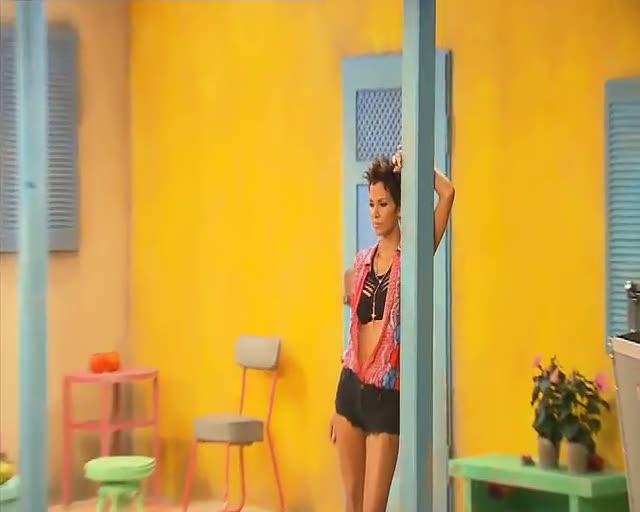 Halle Berry Enjoys Shoe Photoshoot