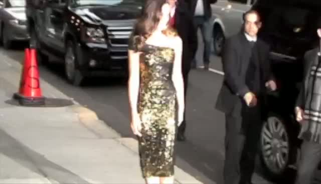 Kate Beckinsale Wears Glittery Dress For David Letterman