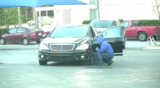 Khloe Kardashian Washes Her Mercedes