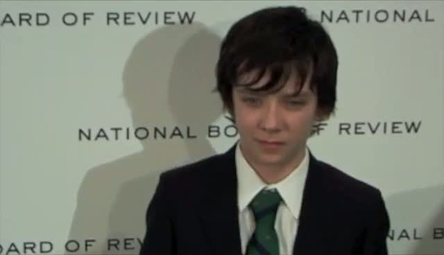 Asa Butterfield Dons Green Tie To Brighten Up His Tux - The National Board Of Review Awards Gala Arrivals Part 1