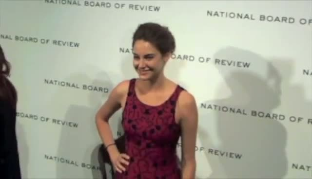 Shailene Woodley Scoops Best Actress At Awards Gala - The National Board Of Review Awards Gala Arrivals Part 3