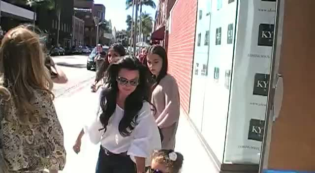 Real Housewives of Beverly Hills; Kyle Richards Leaves Her New Clothing Store For Cupcakes With Friends