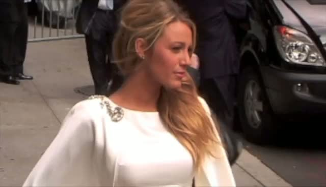 Blake Lively Looks Dazzling For The Cameras Once Again