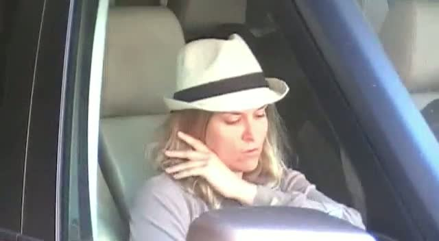 Brooke Mueller Dons Trilby Hat Leaving Beverly Hills Garage