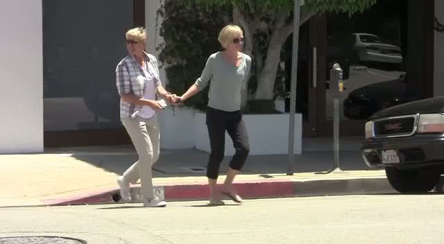 Ellen DeGeneres And Wife Portia De Rossi Leave A Furniture Store Hand In Hand