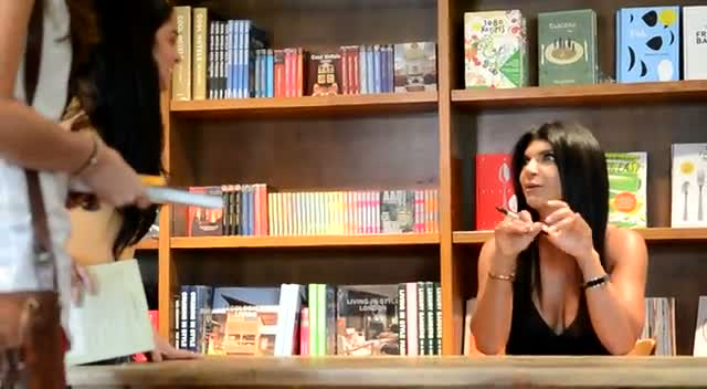 Teresa Giudice Chats With Fans At 'Fabulicious!: Fast & Fit' Signing  - Part 2