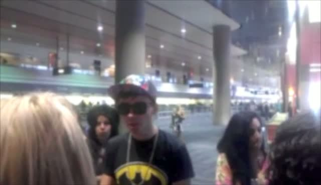 The Wanted's Nathan Sykes Is Comforted By Fans As He Misses Dallas Flight