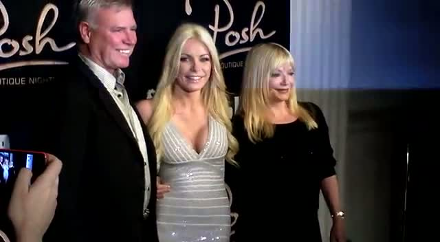 Crystal Harris Takes Parents To Vegas Nightclub