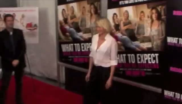 "Cameron Diaz Poses With Co-Stars On Red Carpet - ""What To Expect"" Screening"