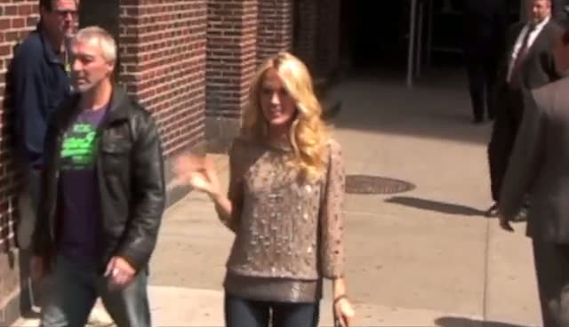 Carrie Underwood Smiles And Waves Before David Letterman Show