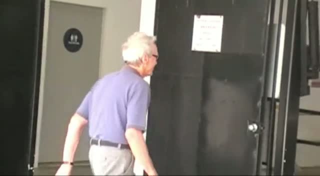 Clint Eastwood Waves As He Leaves A Beverly Hills Medical Building
