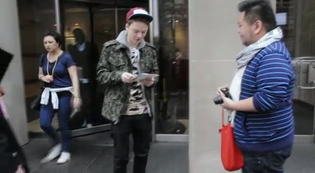 Conor Maynard Signs Autograph After Kiss 92.5 Roz And Mocha Radio Show