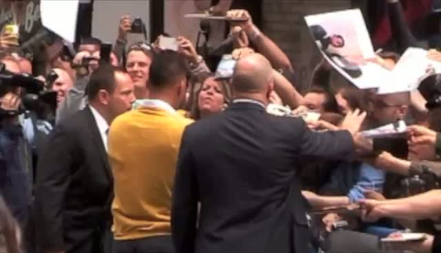 Will Smith Heckled With 'Give Us A Kiss' Before David Letterman Show
