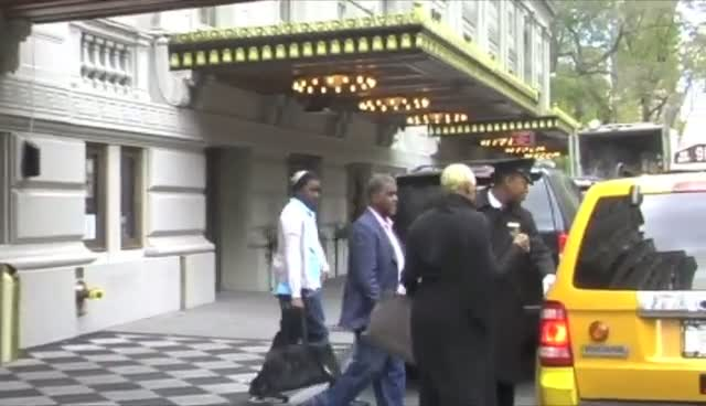 NeNe Leakes Takes A Trip Out Into New York City With Her Family