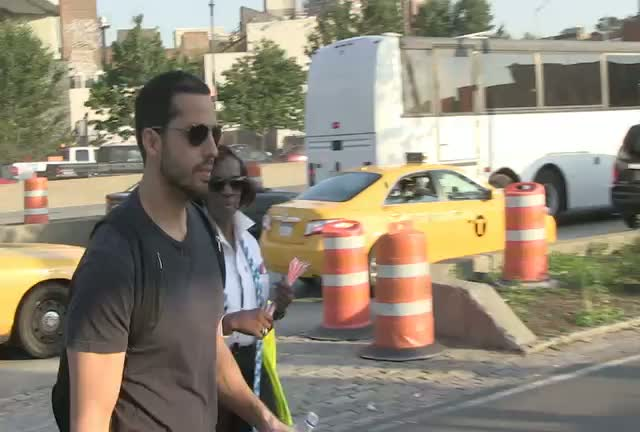 David Blaine Carries Daughter On Shoulders Before 'Electrified' Stunt