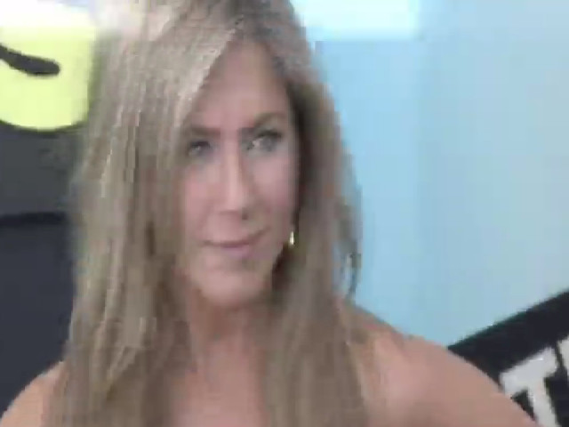 Jennifer Aniston And Emma Roberts Make Stylish Entrances At The 'We're The Millers' NY Premiere - Part 3