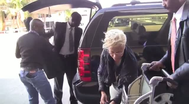 Emeli Sande Fresh-Faced And Dressed Down As She Sets Off Home From LAX