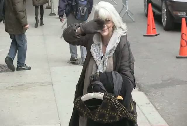 Emmylou Harris Wants To Keep Paparazzi Waiting At 'The Late Show'