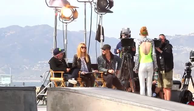 Heidi Klum Smiles During 'Germany's Next Top Model' Filming