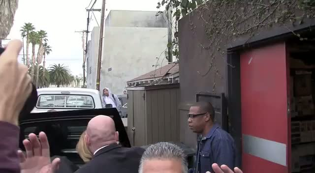 Jay-Z And Beyonce Snapped Leaving LA Resturant With Daughter Blue Ivy