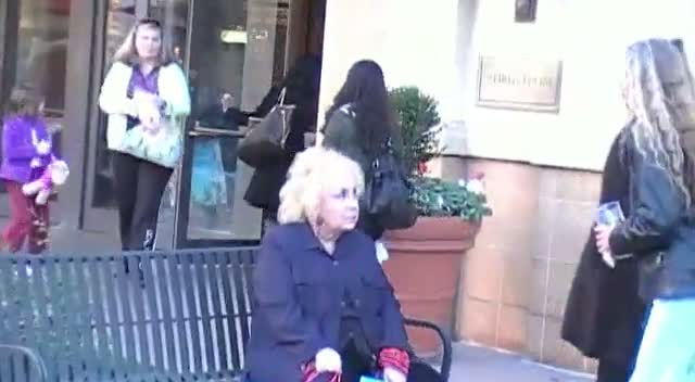 Doris Roberts Approached By A Fan As She Takes A Break From Shopping