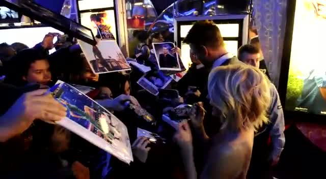 Josh Duhamel And Julianne Hough Sign For Fans At 'Safe Haven' Premiere