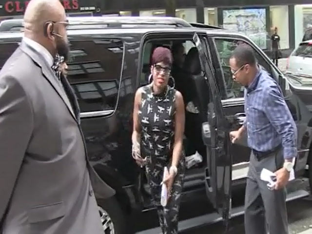 Fantasia Ventures Into Manhattan Where A Crowd Of Fans Are Waiting