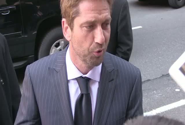 Gerard Butler Gets Angry With Fan Who Insists On Multiple Autographs Outside David Letterman Studios