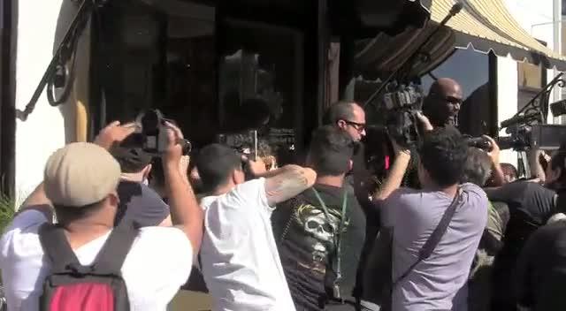 Kim Kardashian And Khloe Kardashian Break Through A Swarm Of Papz Outside Bel Bambini