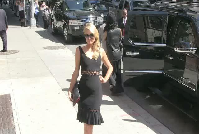 Paris Hilton Certainly Isn't Camera Shy As She Arrives For 'David Letterman'